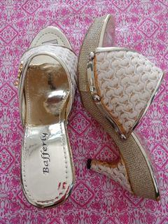 Sepatu hak / sepatu tinggi