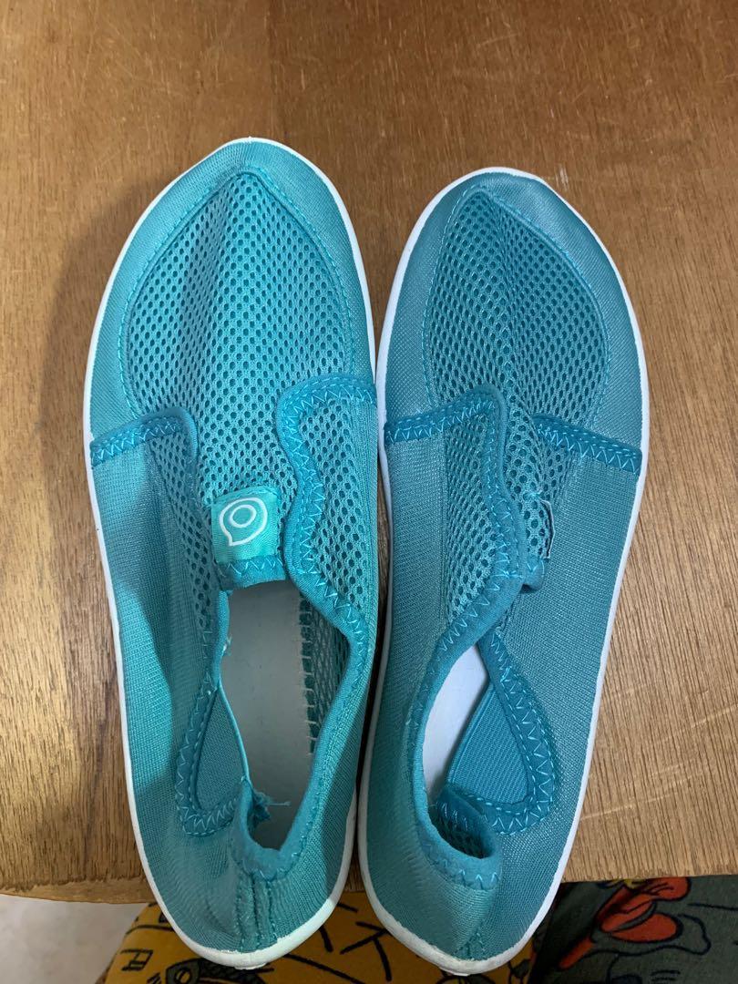 迪卡儂溯溪鞋