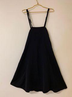 黑色百搭吊帶裙