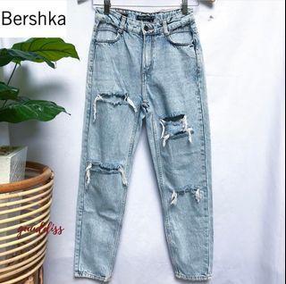 Dicari mom jeans Bershka mirip kaya gitu jangan ripped