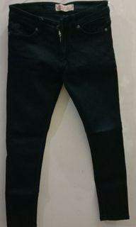 jeans hitam pekat size 29