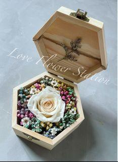 Small Wooden Box With Preserved Rose/Dried Rainbow Baby Breath/Mother's Day Flower Gift/Birthday Flower Gift/Graduation Flower Gift/Preserved Rose