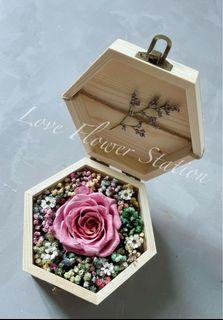Small Wooden Box With Preserved Rose/ Dried Rainbow Baby Breath/Mother's Day Flower Gift/Graduation Flower Gift/Birthday Flower Gift Idea/Preserved Rose