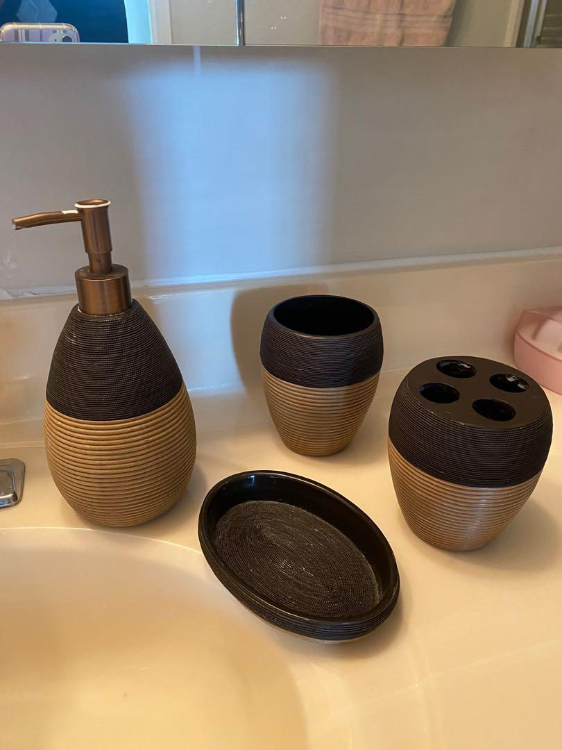 4 pieces washroom set