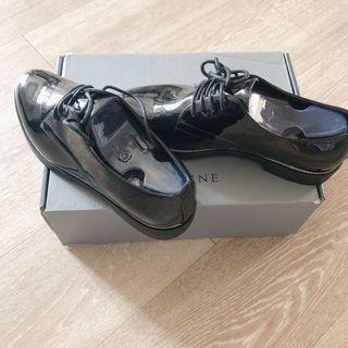 全新!達芙妮黑色亮面綁帶皮鞋