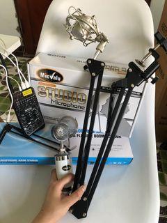 直播器材組合包:麥克風及其固定可伸縮支架、聲卡、連接線等⋯⋯