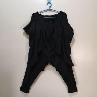 C890 - NB Black Stretchable Cropped-Pants with Low Crotch and Draping Accents