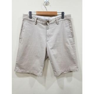 Old Navy | Cream Chino Shorts | 32 W