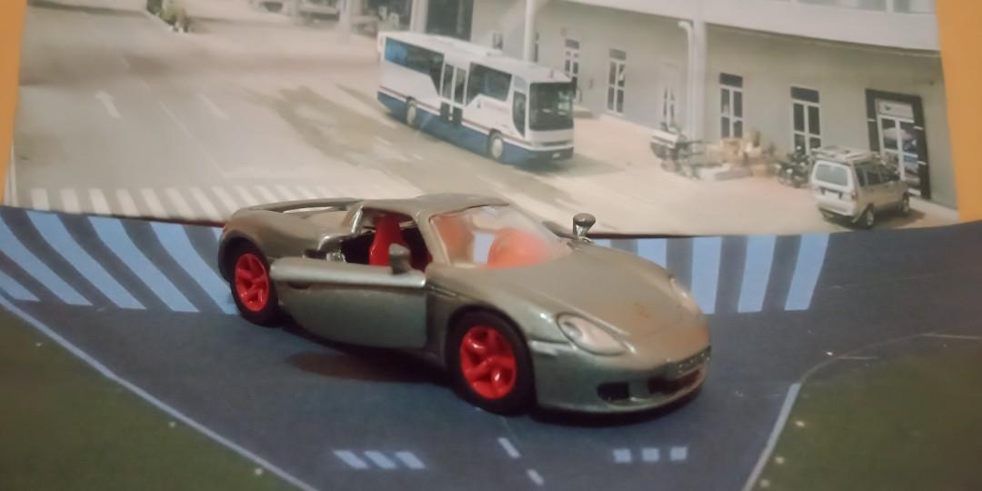 Diecast super car porsche carerra skala 1/64 brand siku