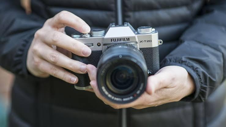 Fujifilm X-T20 with XC 16-50mm Kredit Tanpa CC