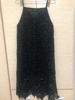 LOVFEE 黑色燒花蕾絲細肩帶背心洋裝