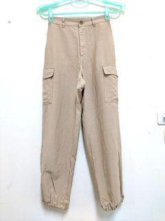 (二手)UNIQLO寬版束口工作褲 女版