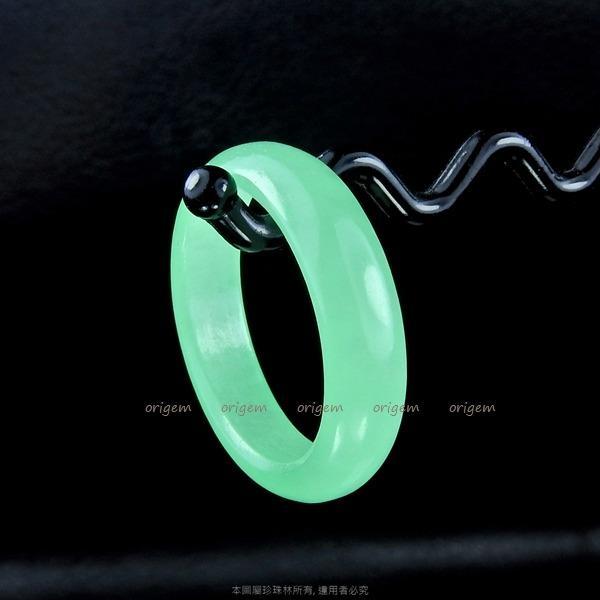 珍珠林~緬甸翡翠飄綠翠玉光圈戒.娟秀典雅.可當吊墬配戴~內徑18MM#325