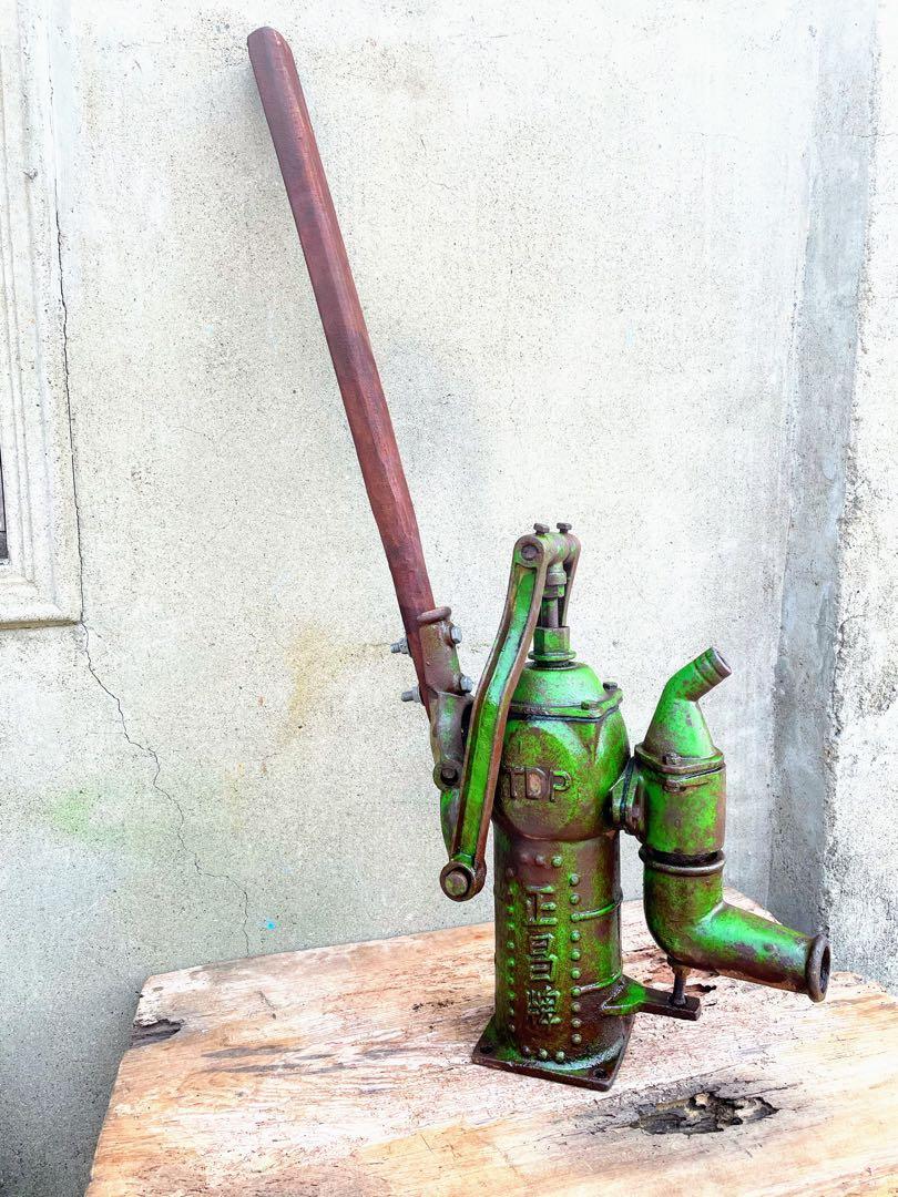 整理倉庫期間  早期手搖打水器(抽水器)可正常使用  售~1600  西部大城市運費~200
