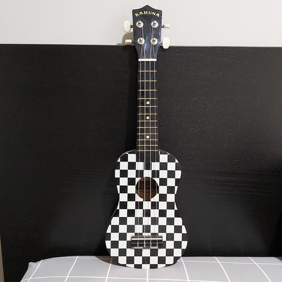 Gitar Ukulele Kahuna Black and White Second