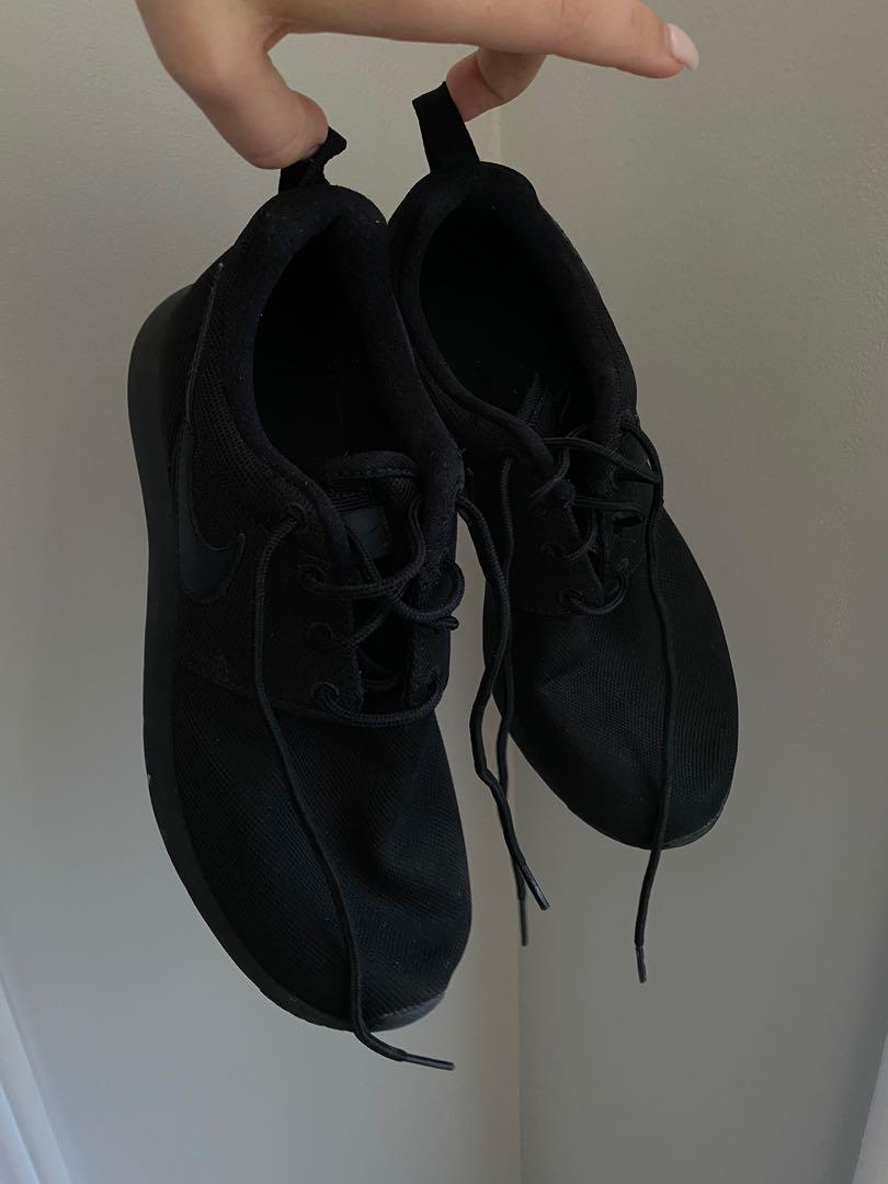 Women's Nike Roshe Black Size 5