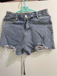 雙釦牛仔短褲