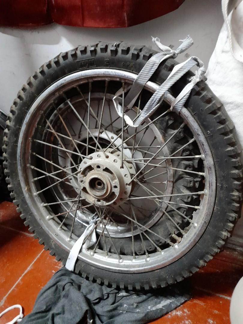 Ban motor dan velg motor semi