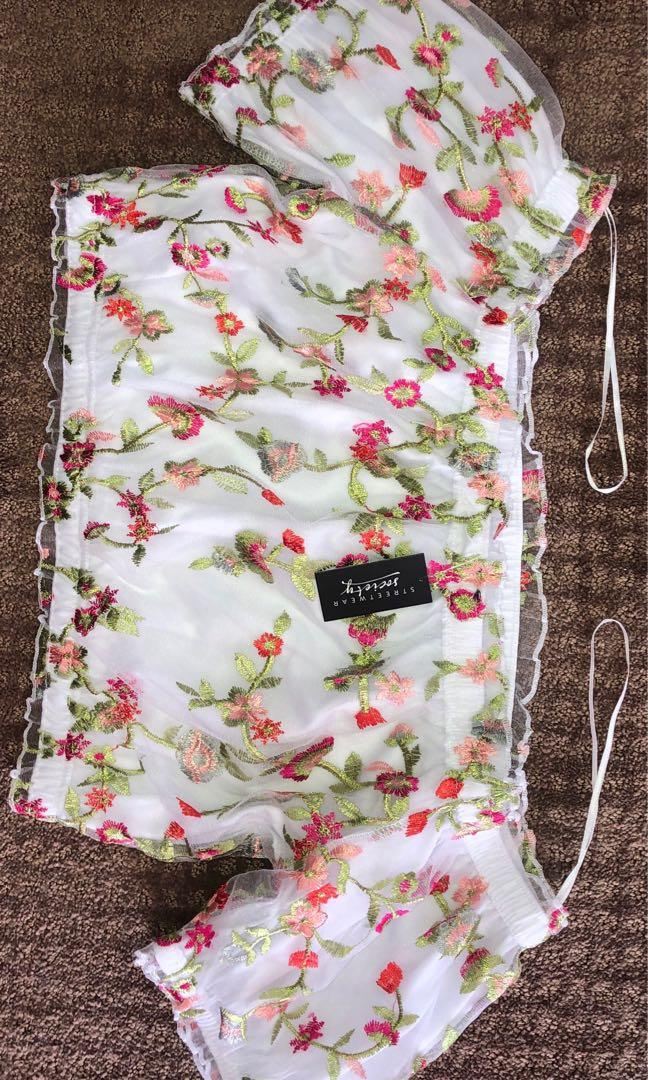 Streetwear Society Flowery Crop Top