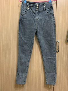排釦牛仔褲
