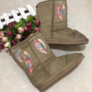 Old navy boots suede