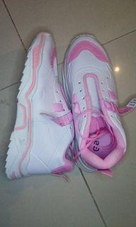 sepatu sport anak