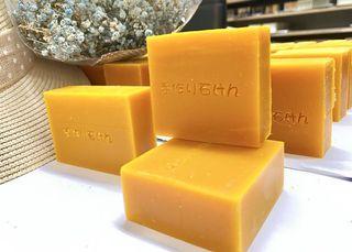 紅棕櫚橄欖蜂蜜🐝、甜橙🍊及青柚茶精油手工皂100g