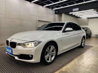 『 2013 BMW 320I Sport Line 2.0 』可視訊賞車、正一手女用、僅跑三萬公里、新車味內裝幾乎全新、加裝數位電視、導航