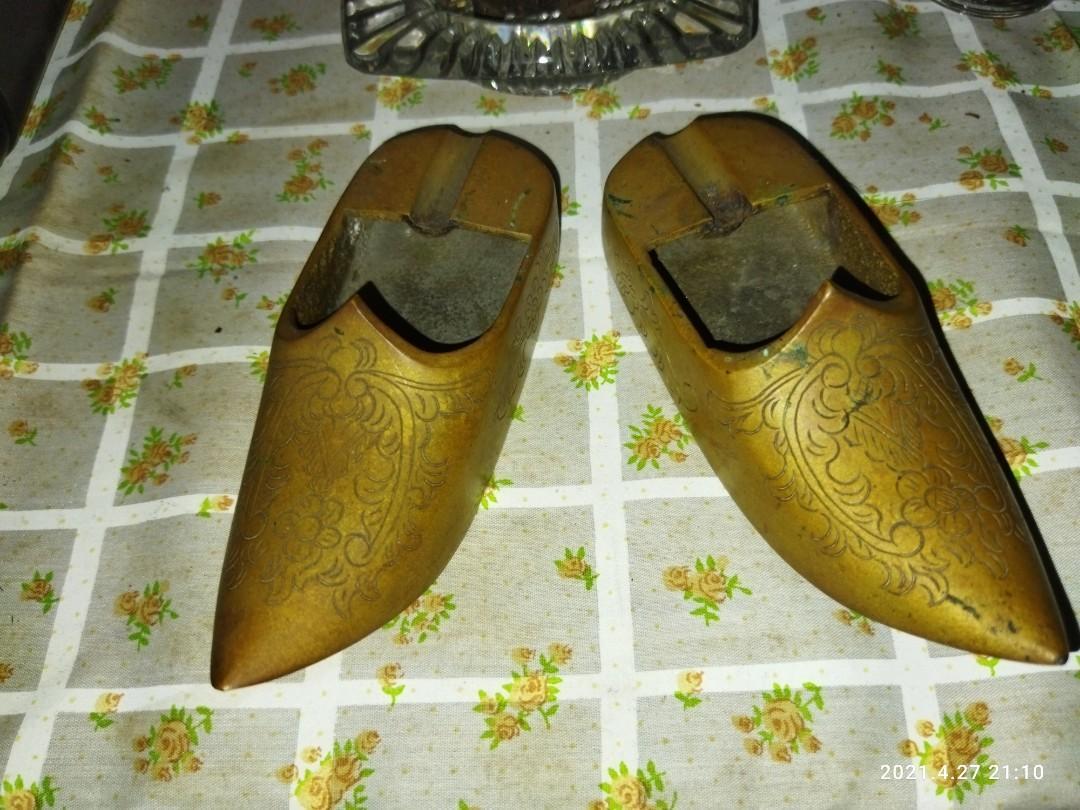 Asbak Sepatu Kuningan