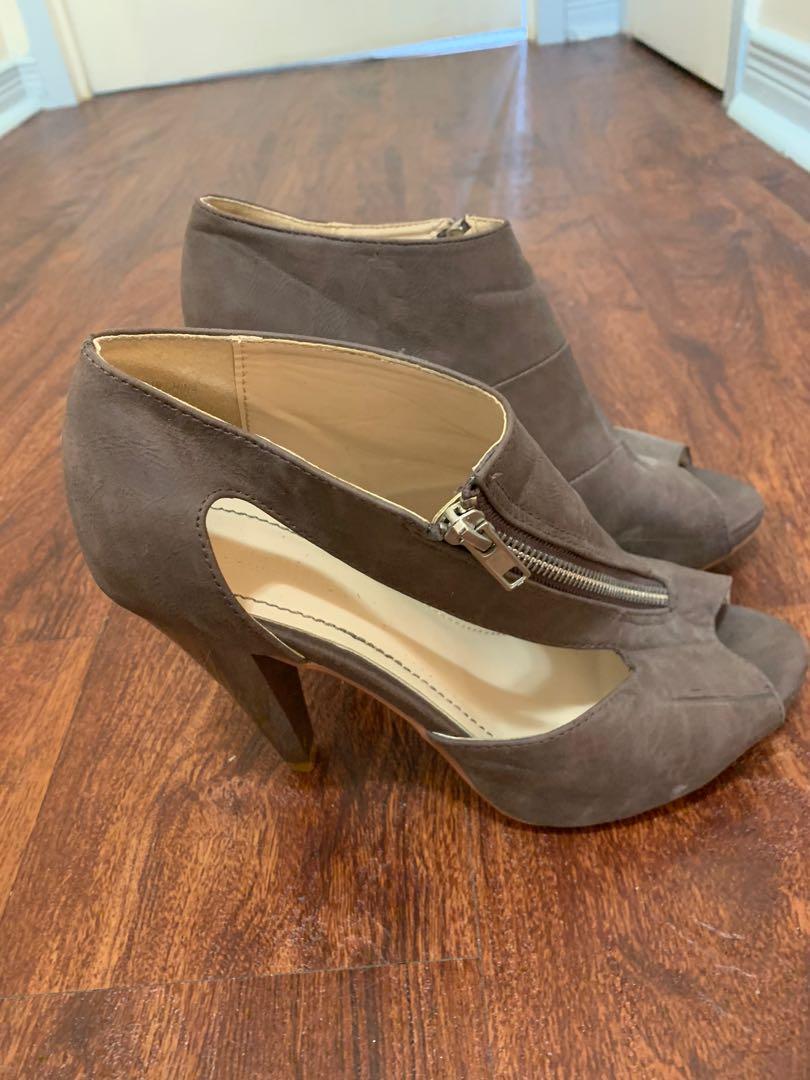 Costa Blanca zip up heel - size 8.5