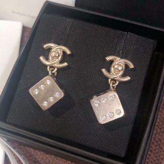 保留)原價16600 Chanel骰子垂墜耳環 二手極新品
