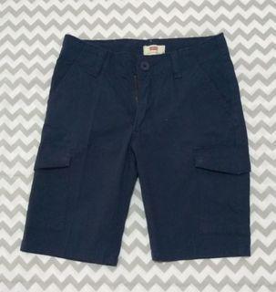 Celana pendek anak laki-laki