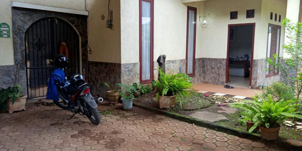 Dijual butuh rumah kampung dengan lingkungan asri