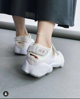 Nike Air Rift 忍者鞋 限定色 米白 25號