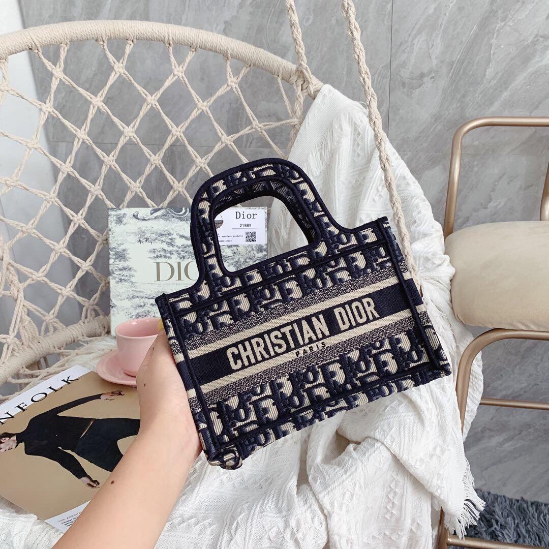 重工刺繡鎖邊款♥迪奧Dior迷你購物袋 2020 Mini Book Tote