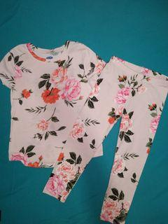 Old navy top and legging set