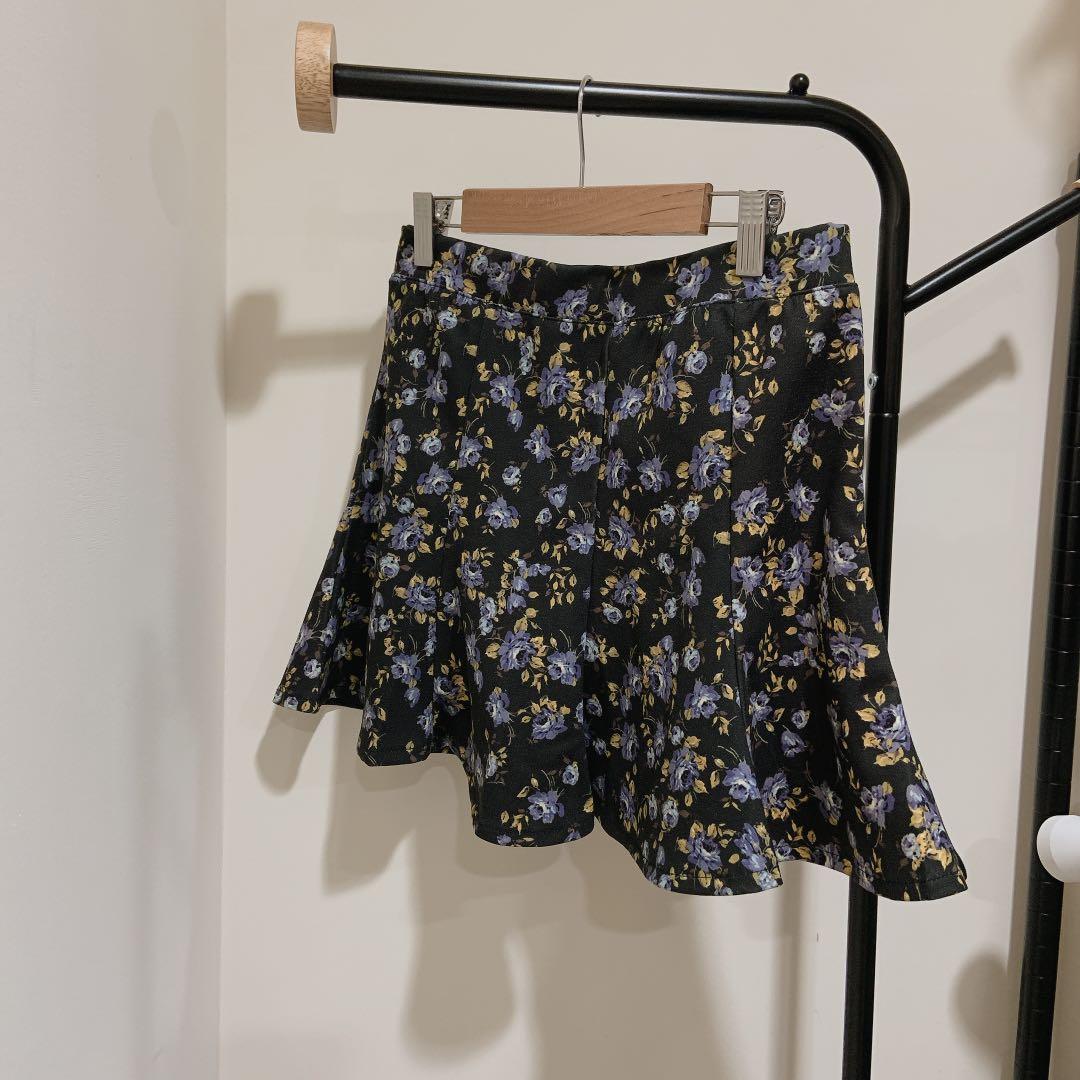 【裙】Zara 黑底紫黃花卉花朵魚尾短裙 類似太空棉材質 很好看 狀況好