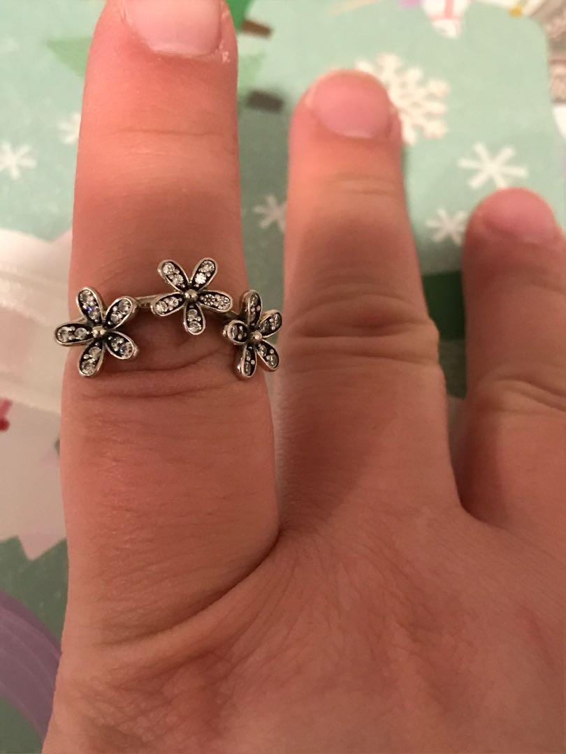 Pandora dazzling daisy trio ring