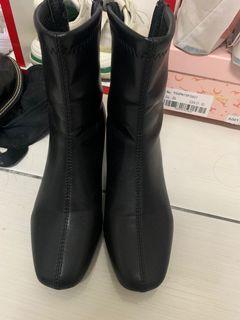 黑色靴子鞋碼35