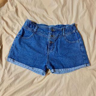 排釦牛仔短褲