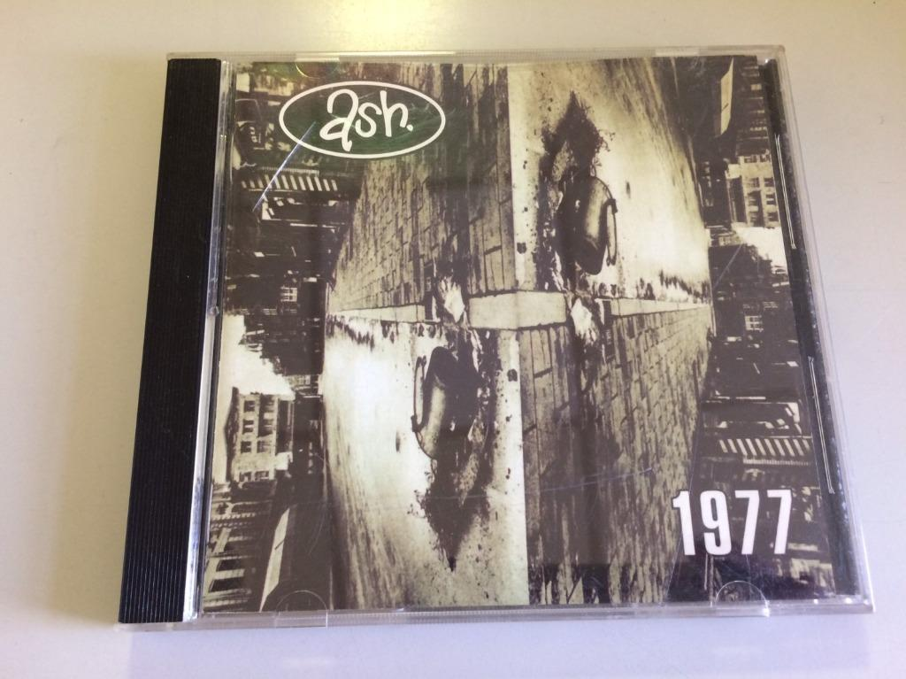 「環大回收」♻二手 CD 早期【英國著名搖滾樂隊 ASH 1977】正版光碟 音樂專輯 影音唱片 中古碟片 請先詢問 自售