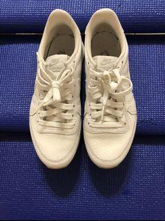Nike 全白 慢跑鞋 休閒鞋