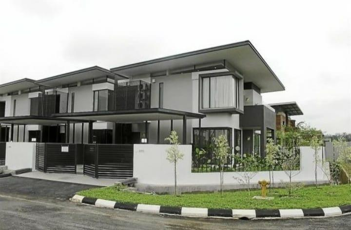 SEPANG@Last 3 only!!! [Corner Lot Xtra Land 48ft] 45x85 Double Storey!!!
