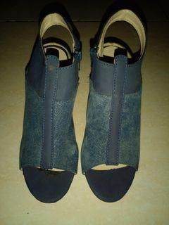 Sepatu flippo import