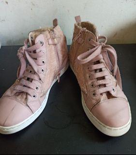 Sepatu wanita original  branded geox Italian Patent size 36  / yg  serius  Wa https://wa.me/628111774307