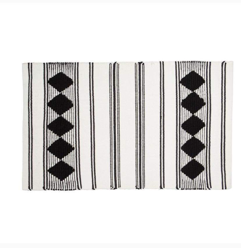 Small Rug White Black Diamond Pattern