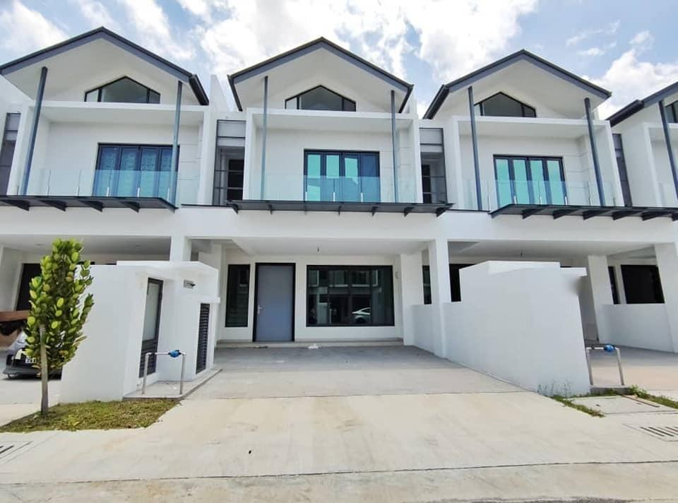 [WTS] NEAR GUARD HOUSE Brand New 2 Storey Andira Park