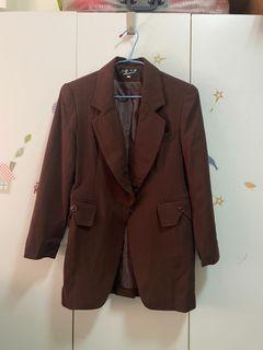 棕色俐落翻領西裝外套
