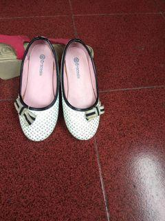 Sepatu anak TK