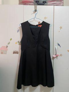黑色V領無袖上衣洋裝